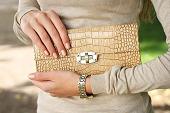 6 วิธีดูกระเป๋าแบรนด์เนม ไม่ให้โดนหลอก สามารถบอกได้เลยว่าของแท้หรือเทียม